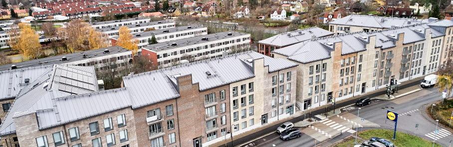 Flygfoto som visar flerbostadshus i centrala Sollentuna.