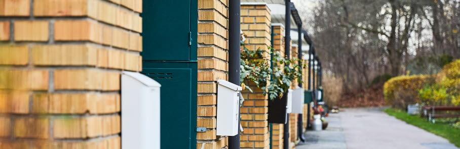 Radhusområde med brevlådor