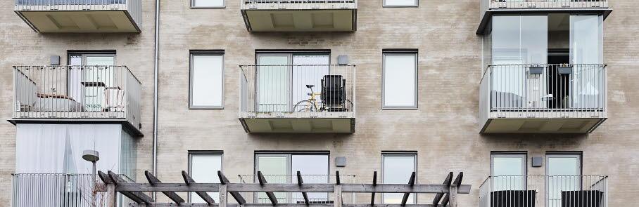 Inglasade balkonger på ett flerbostadshus