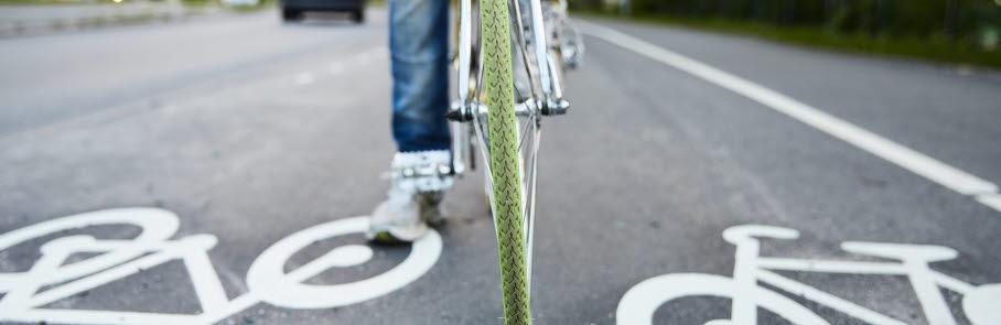Stående cykel på cykelväg