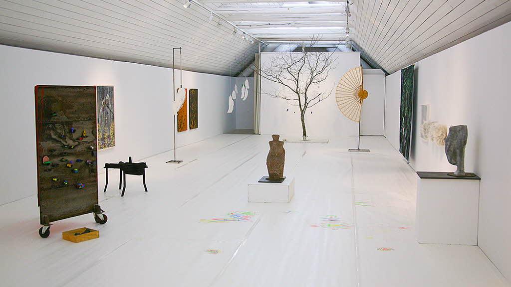 Utställningen Fågel, fisk eller mittemellan? på Stallbacken Kultur.